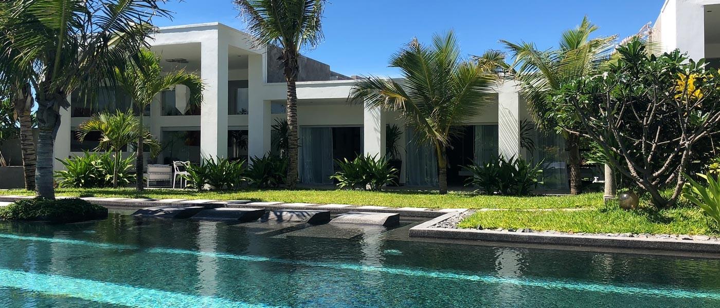 The pool and veranda